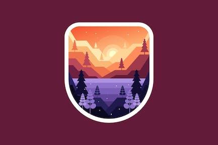 Amanecer o atardecer en las montañas sobre el lago