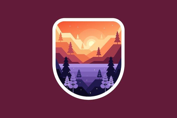 Morgendämmerung oder Sonnenuntergang in den Bergen oberhalb des Sees