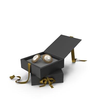 Ohrringe mit Marmor in einer schwarzen Geschenkbox mit goldenem Band