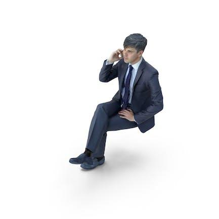 Geschäftsmann sitzend mit Telefon
