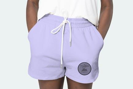 Lila Shorts psd Mockup der Frauen mit Logo