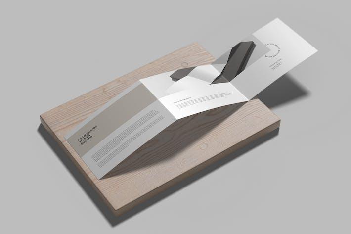 Thumbnail for Z Falten A5 Querformat Mockup auf dem Holz