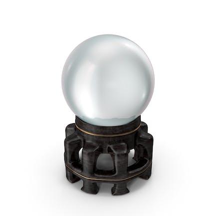 Kristallkugel in einem ausgefallenen Holzhalter