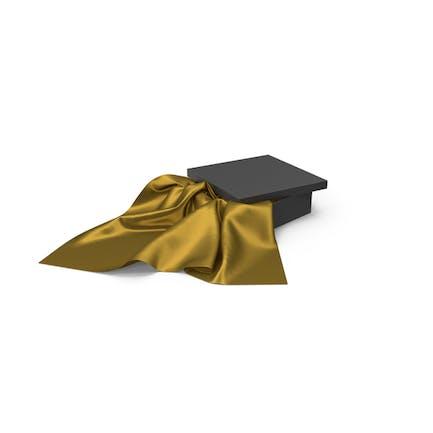 Schwarze Box mit goldfarbenem Seidenstoff