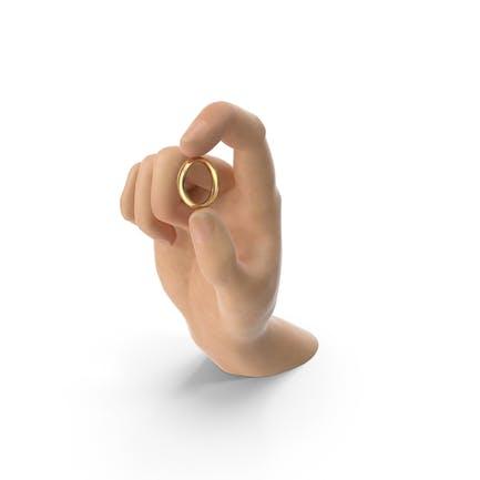 Mano sosteniendo un anillo