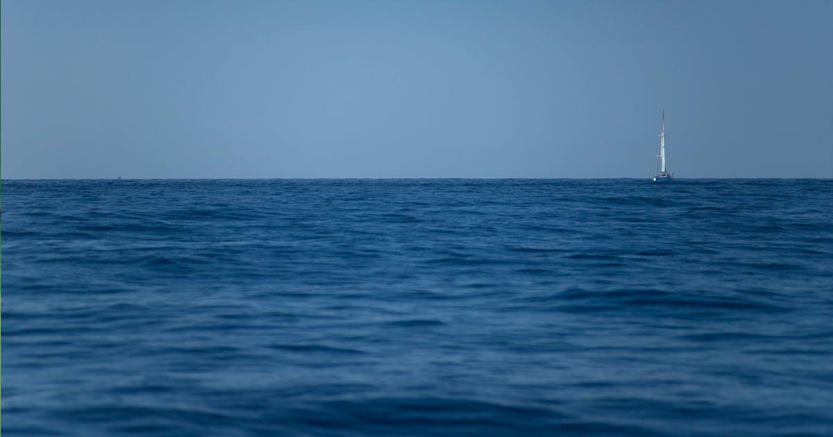 Download 8K UltraHD Ocean and Boat Background / Wallpaper by SinCabeza
