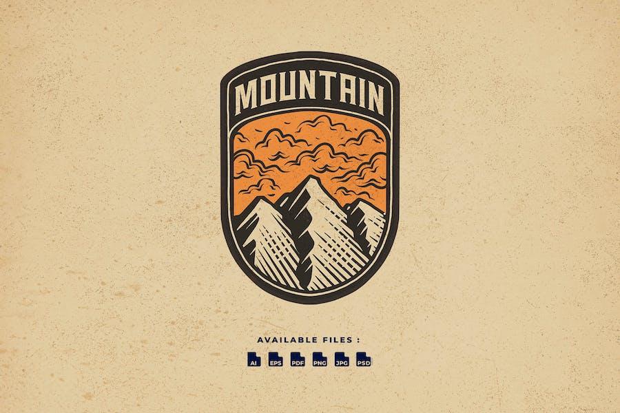 Mountain Badge Vintage Business Logo
