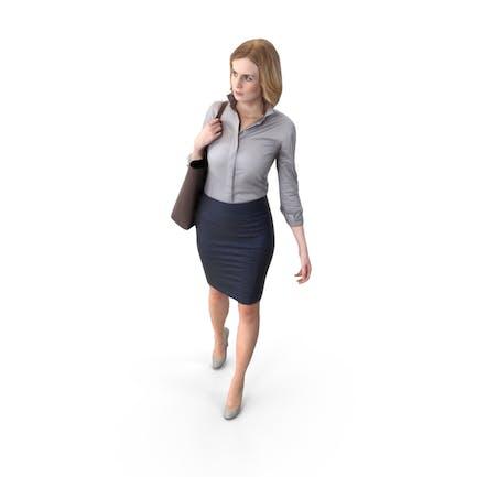 Mujer caminante posada