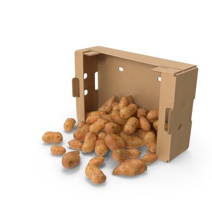 Caja de cartón con batata derramada