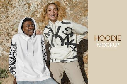 Glückliches Paar im stylischen Hoodies Mockup